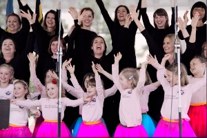 """""""Pioseneczki na radości i smuteczki"""" – koncert nie tylko dla dzieci z cyklu """"Śpiewajmy z Agatą Steczkowską"""""""